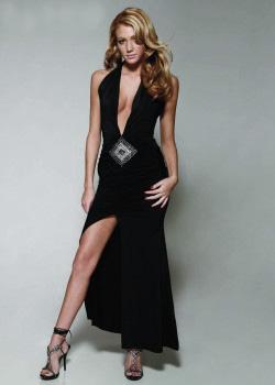 Самый сексуальный наряд - длинное платье с вырезом